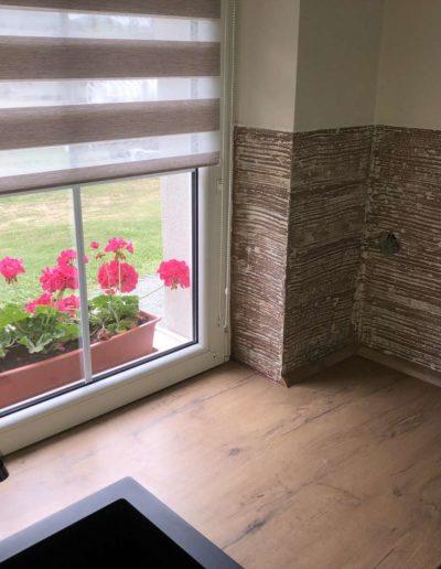 Odolný epoxidový povrch omyvatelný, Betonimage, pohled na dřez, okno a kytky